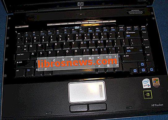 Reinigen Sie Ihre klebrige Laptop-Tastatur