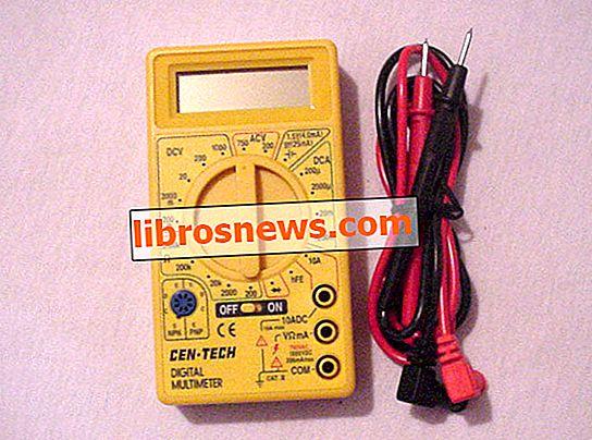 Cara Memeriksa Baterai Alkaline AA / AAA Menggunakan Voltmeter