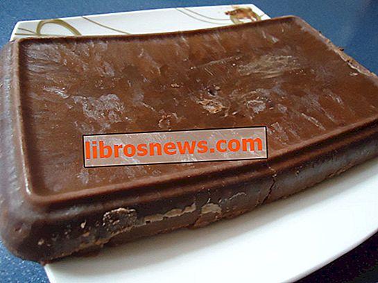 Hausgemachte Schokolade mit Kakaopulver