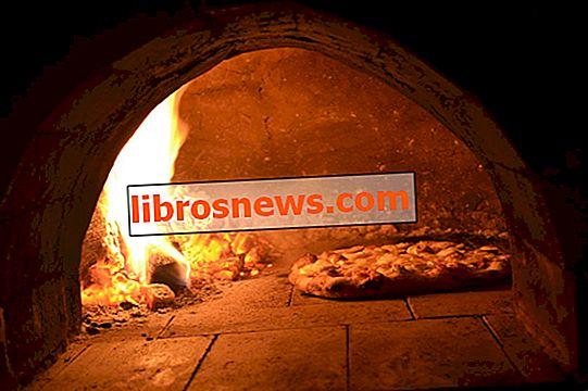 Costruito con forno a legna per pizza in argilla (con ricetta per pizza)