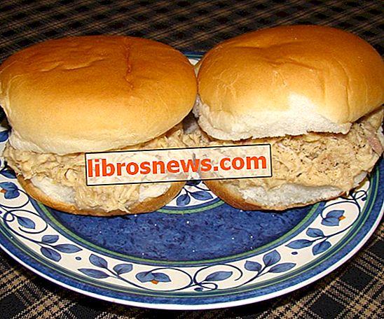 Sandwich di pollo tagliuzzati facili e veloci
