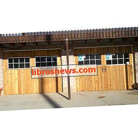 "Pintu Garasi ""Carriage House"" buatan sendiri"