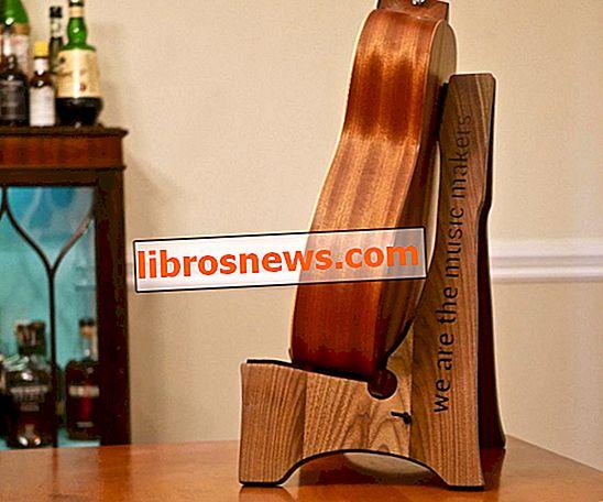 Cómo construir un soporte de guitarra de madera DIY (¡Plantilla gratis!)